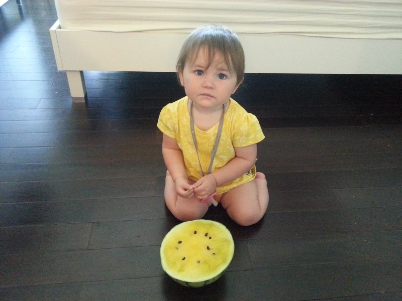 Знакомство Сафии с арбузом